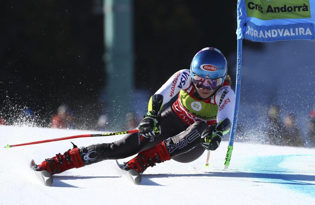 Микаэла Шиффрин (США) участвует в первом заезде на горнолыжном гигантском слаломе среди женщин в Сольдеу, Андорра, в воскресенье, 17 марта 2019 года. (AP Photo / Alessandro Trovati)